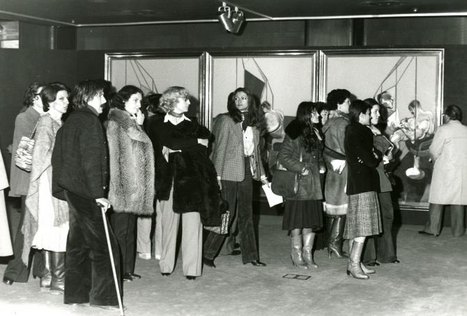 Black and white photograph of museum visitors at the Francis Bacon retrospective at Fundación Juan March, 1978