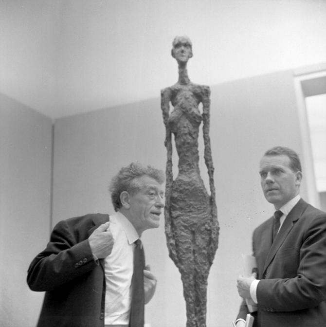 Black and white photograph of Alberto Giacometti at the 31st Biennale, Venedig 1962